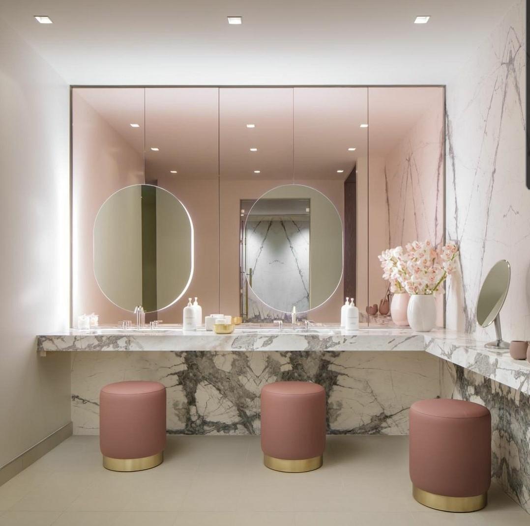 St Regis Hotel Spa Restroom – Toronto